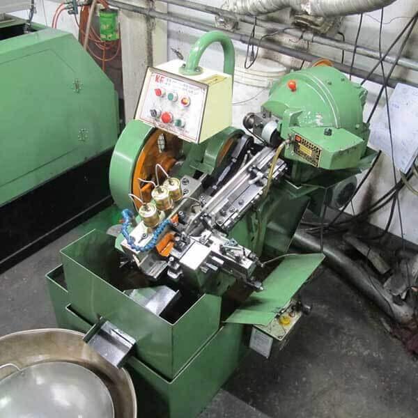 Threading Machine 工廠設備第二項